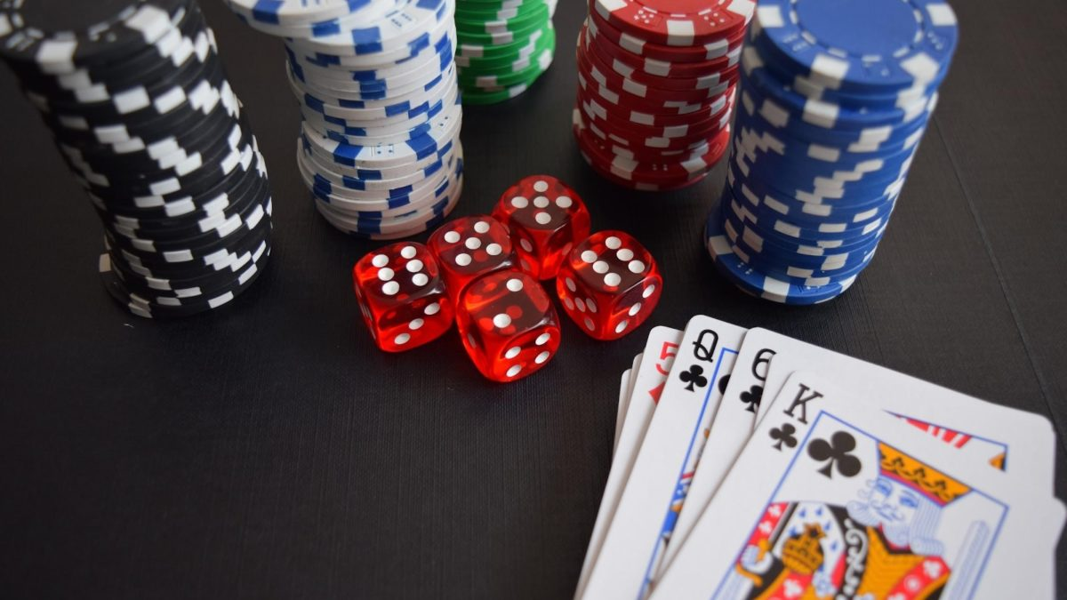 Is It True That Real Money Can Be Earned Playing Red Hot 7 and Other Casino Games?